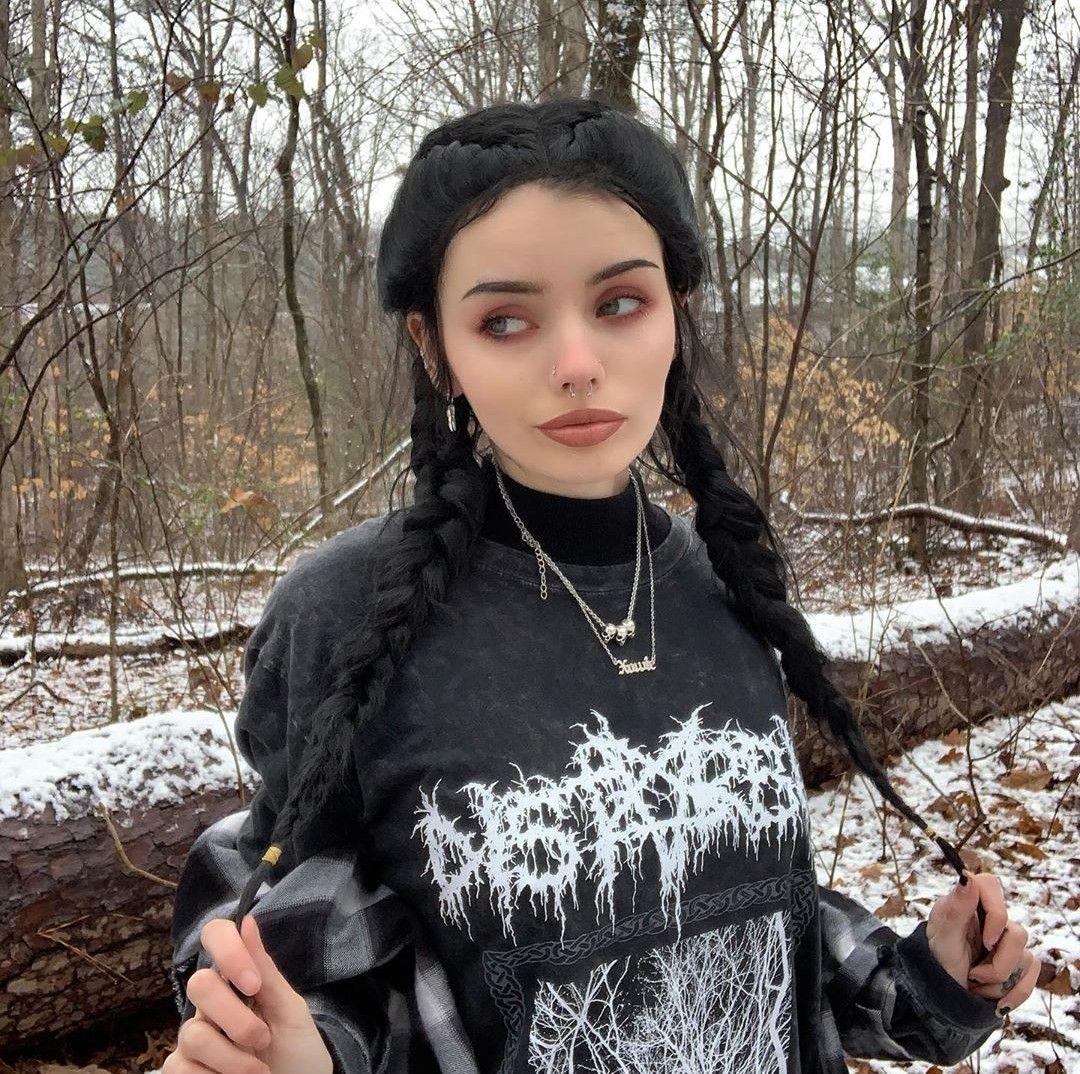 Egirl Tiktok Outfits In 2020 Aesthetic Clothes Skater Girl Outfits Girl Outfits