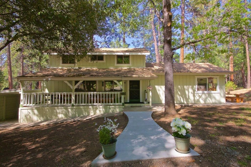 Vrbo Com 941030ha Nature S Retreat Charming And Quiet Mountain Getaway Amongst The Pines Mountain Getaway Vacation Vacation Rental