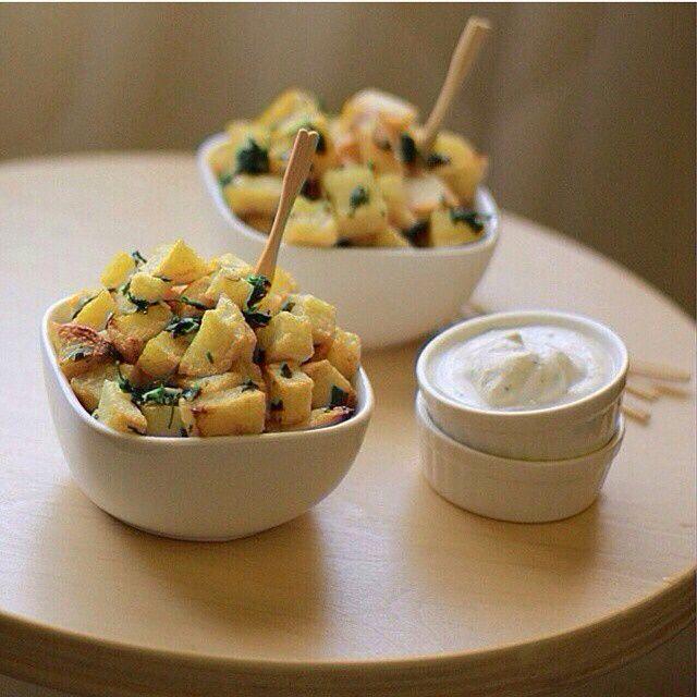 بطاطا حره المقادير بطاطس مربعات كزبره ثوم مهروس ثوم بودره شوي ملح الطريقه تقلين البطاطس وترشين علي Ramadan Recipes Yummy Potato Cooking Recipes