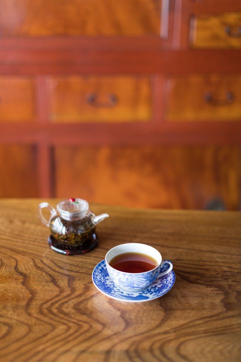 渋みや苦みが少なく、その飲みやすさで注目されている国産紅茶。日本茶だけでなく紅茶も人気の京都で、京都産や国産の紅茶が楽しめるお茶専門店3軒をご紹介します。