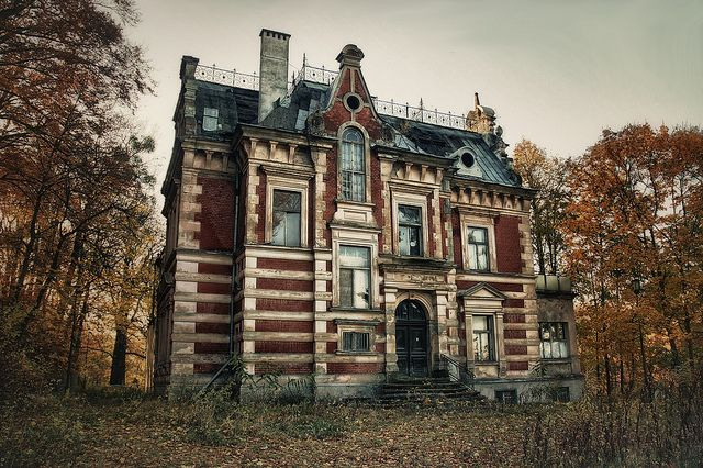 """Originally a Freemason's lodge, this 1866 mansion was also home to the Zinglers restaurant and served as headquarters for a local TV station."" http://crasstalk.com/2011/11/five-interesting-abandoned-places/"