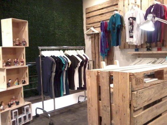 Pin de jenaly randazzo en decoracion negocio pinterest for Ideas para decorar un local de ropa interior