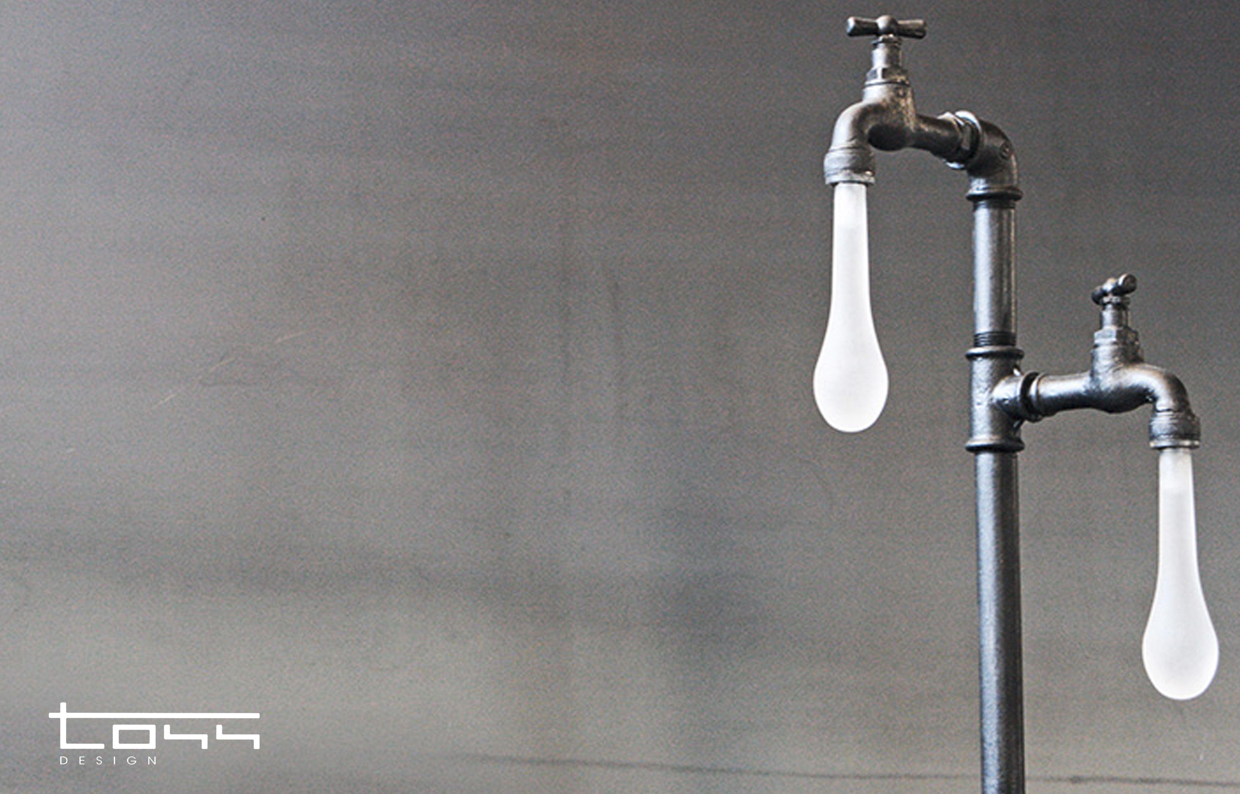 Lampada da interni. realizzata con tubi idraulici. punti luce goccia
