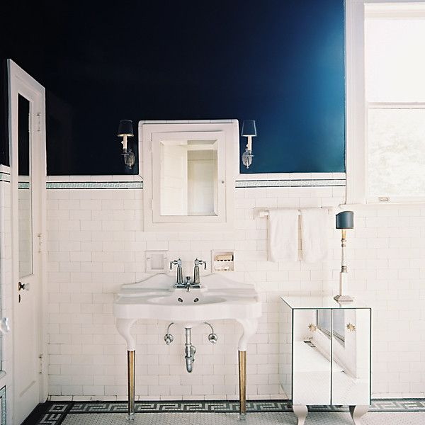 8 Gorgeous Guest Ready White Bathrooms Blue Bathroom White Bathroom Decor Dark Blue Bathrooms