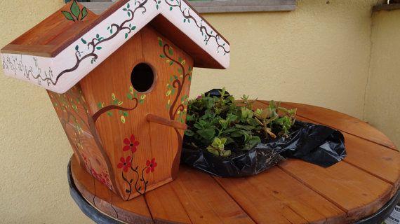 Casetta per uccelli in legno, fatta e dipinta a mano, Wooden Garden Birdhouse