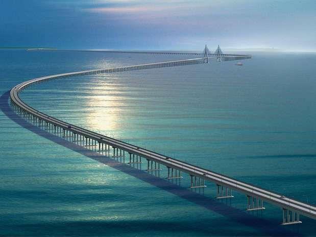 Ponte da Ba�a de Hangzhou, China Constru�da na parte leste da China, a ponte da Ba�a de Hangzhou liga Xangai � cidade de Ningbo. Com 36 quil�metros de extens�o, ela � uma das maiores pontes mar�timas do planeta. Come�ou a ser constru�da em 2003 e foi conclu�da em 2008, reduzindo pela metade a dura��o do percurso entre as duas cidades Foto: School of Civil Engenieering and Architecture/Divulga��o