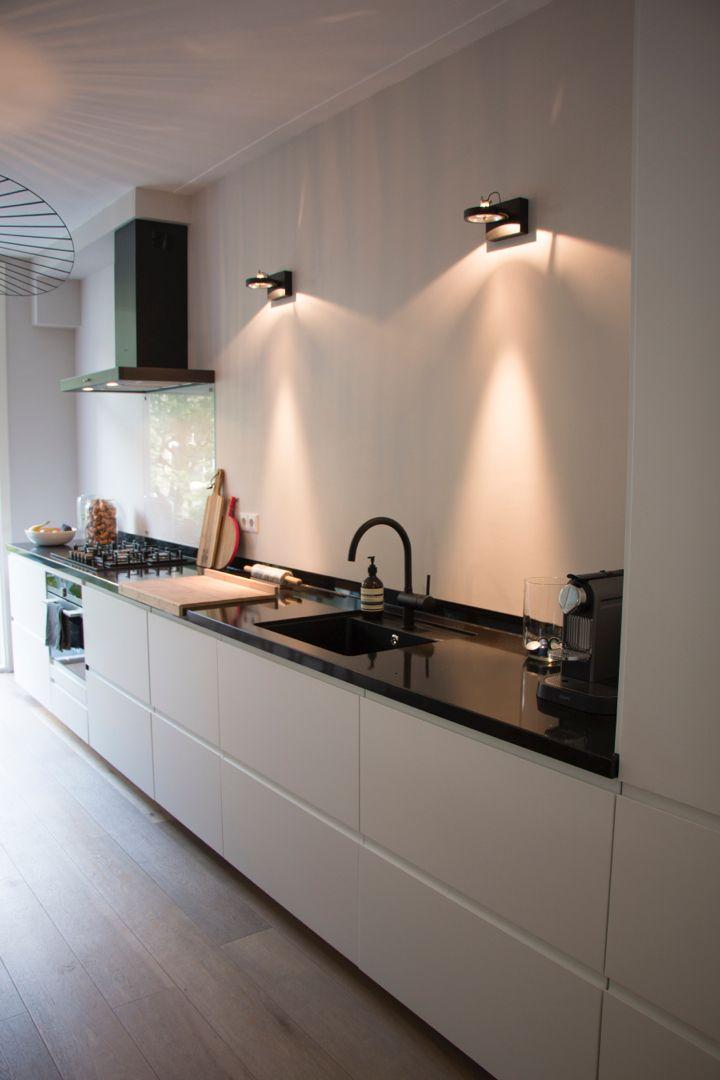 Best Modern Kitchen White Cabinet Black Composite Count 640 x 480