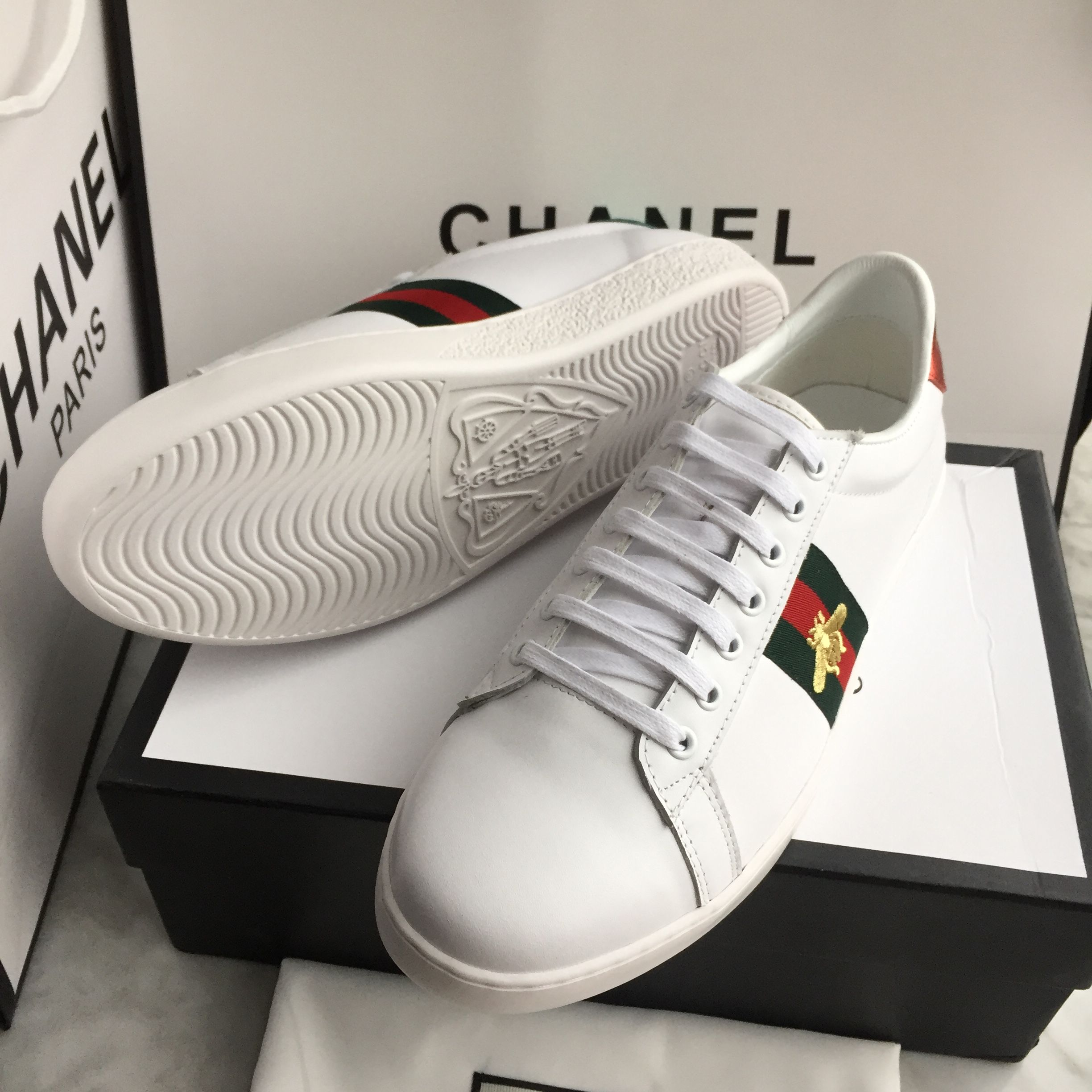 06991c705e4 Gucci unisex woman man shoes white sneakers bee design