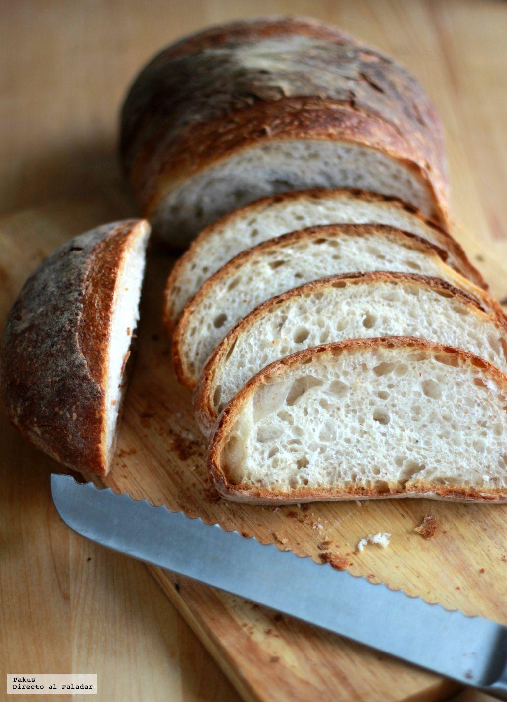 Hacer el pan en casa es una de las labores más agradecidas de la cocina. Por eso, cada semana procuro hacer pan algún día, en especial desde que...