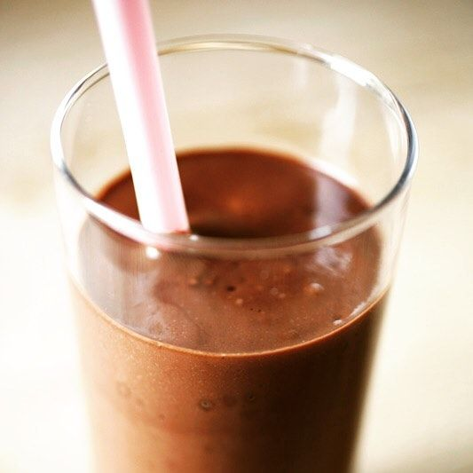 Chocolate milkshake for breakfast? Made with @fairtradeuk bananas @oatlyuk milk. It's #fairtradefortnight and we're making sure our breakfast is fairtrade #YouEatTheyEat  #chocolate #darkchocolate #bananas #milkshake #breakfast #vegan #plantbased #organic #sicily #modica #aztec #italy