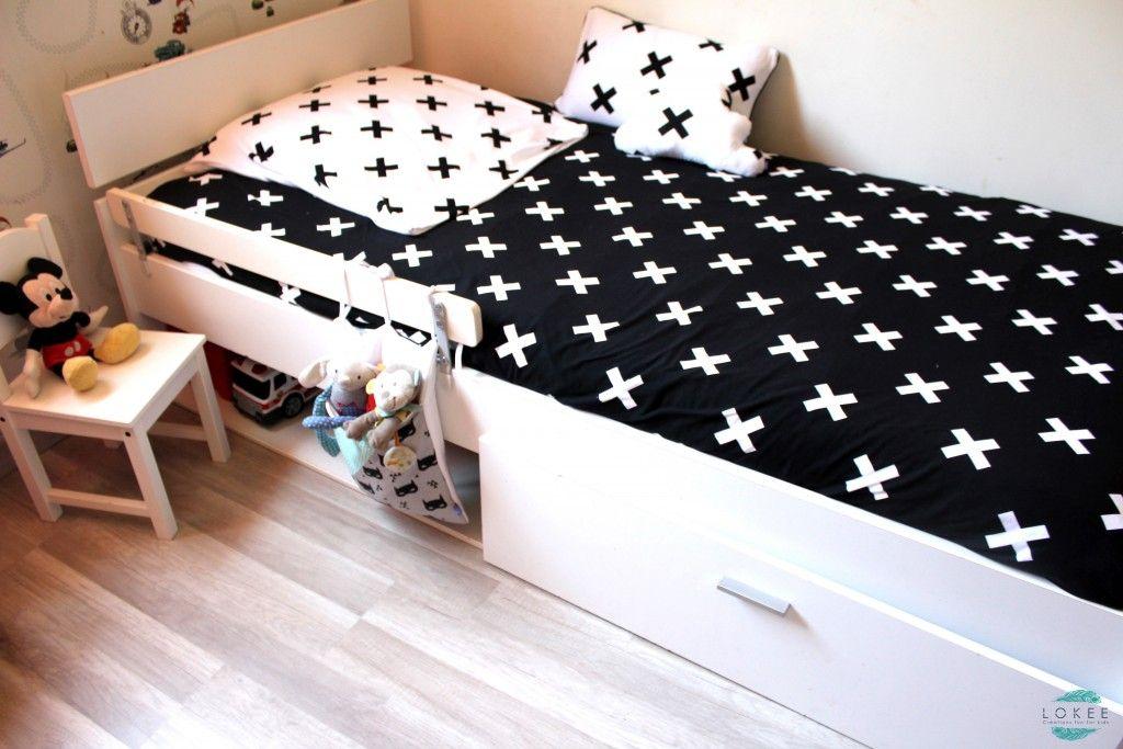 parure de lit noir et blanc motif croix chambre enfant lit 90 x 190 tour de lit et. Black Bedroom Furniture Sets. Home Design Ideas