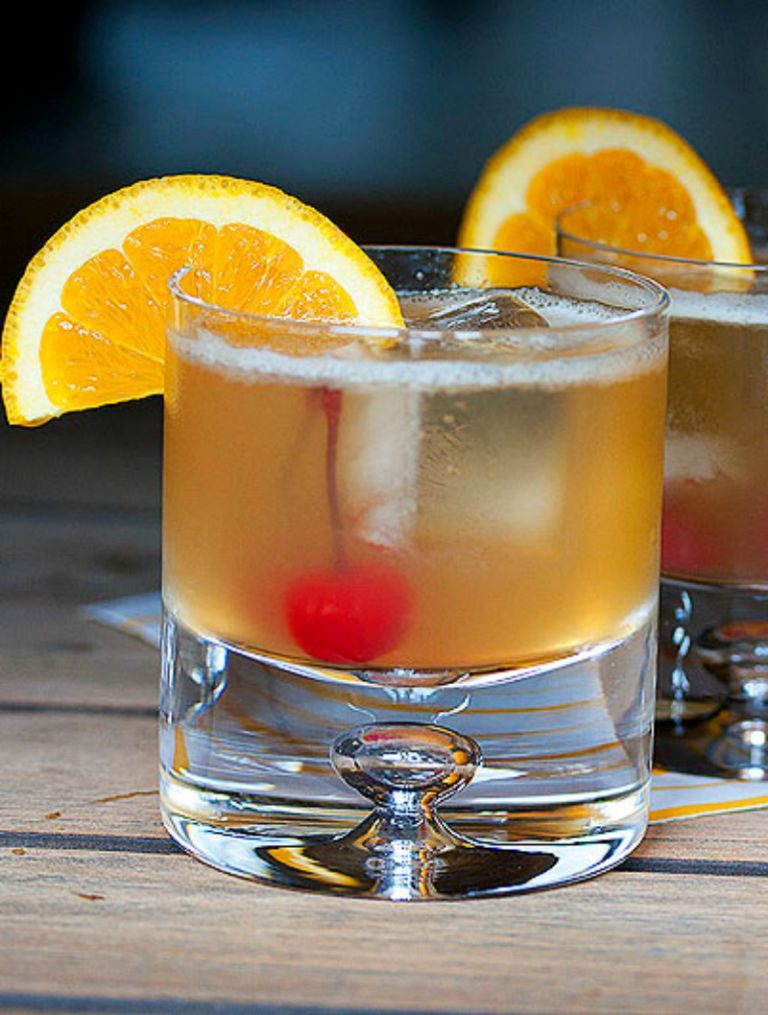 The 10 Cocktails Every 30 Something Woman Must Know How To Make