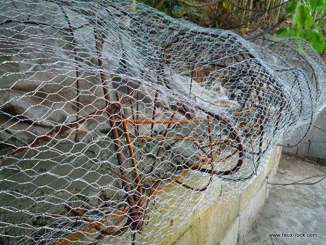 Etape 2 : Mur Végétal : mise en place de la structure métallique mur ...