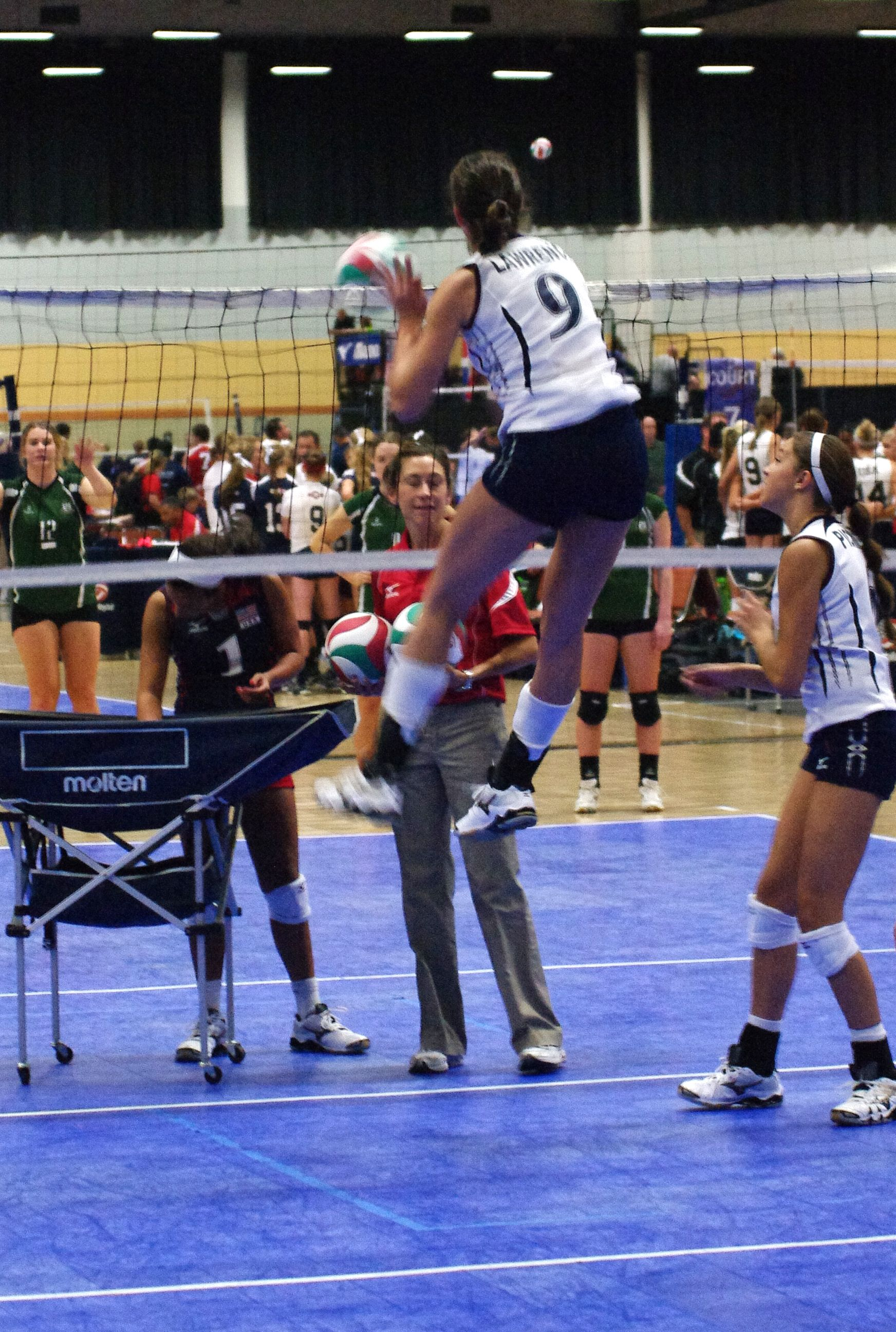 Check Out That Vertical Jump During The Girls Youth National Team S Warmups Thanks For Sharing This Vertical Jump Training Vertical Jump Workout Jump Workout
