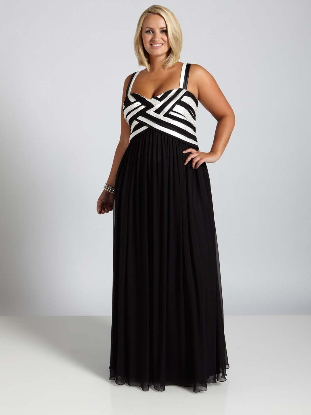 ca04e412527b This black and white dress would be great for any formal special occasion.  You could even wear it to prom. See other options for   plussizeeveningdresses on ...