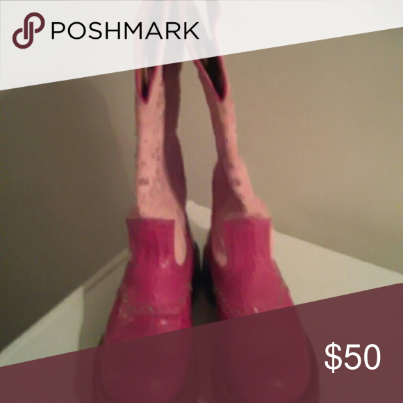 Very nice pink boots Like new only wore couple times Ariat Shoes Ankle Boots & Booties