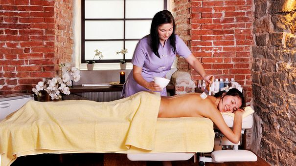 Now who doesn't need a holiday pick~me~up? 10 At~home spa treatments.  Some of these are actually GOOD.
