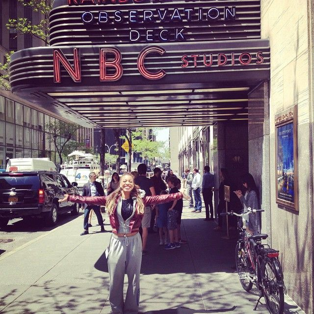 #tb to #TheVoice #Top5 when India visited the legendary Rockefeller Center to interview with #NYLive! Such a fun day, and so honored to have been able to represent NYC! ❤️❤️❤️ #nostalgia #indiacarney #teamindiacarney #thattime #whenyouaresotired #thatyouwear #sweatpants #inthecity