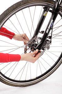 Pyörän renkaan vaihtaminen.