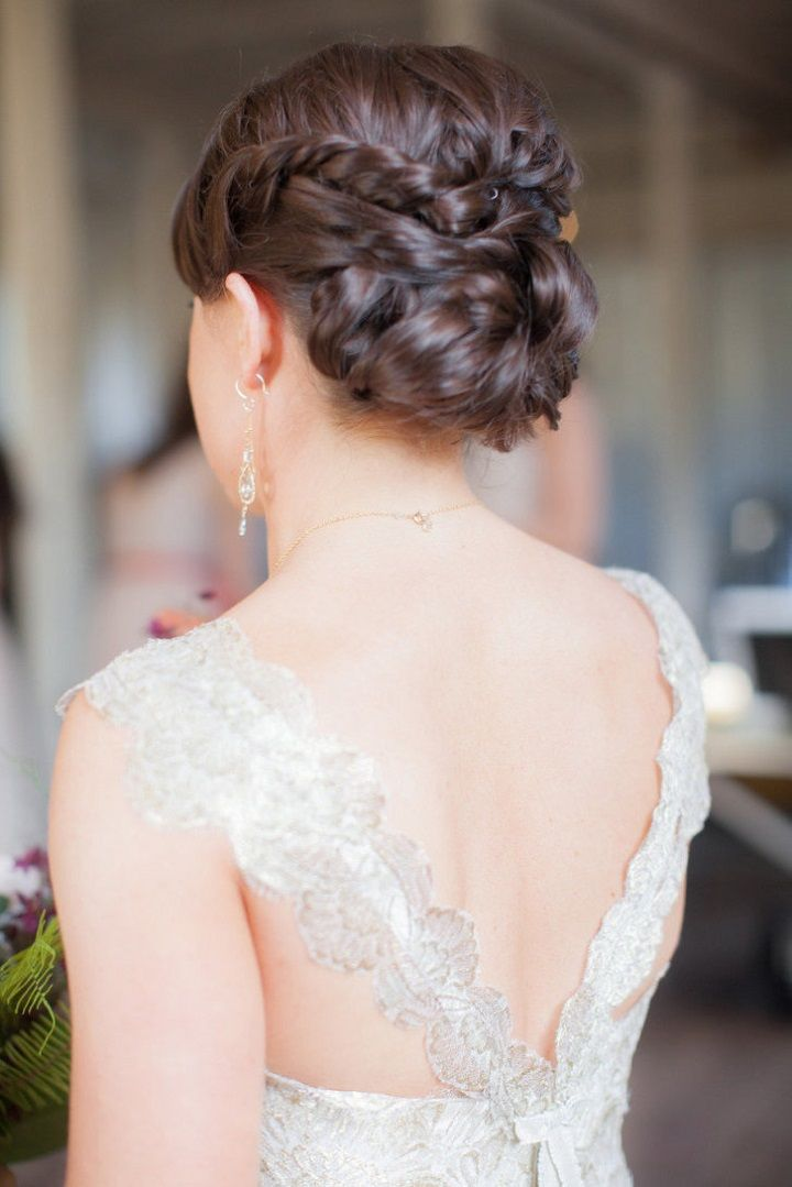 Gorgeous Bridal Twisted and braided bun | 100s Wedding Hairstyles #weddinghair #bridalhairstyle #braidedbun #weddinghairstyle #twistedupdo