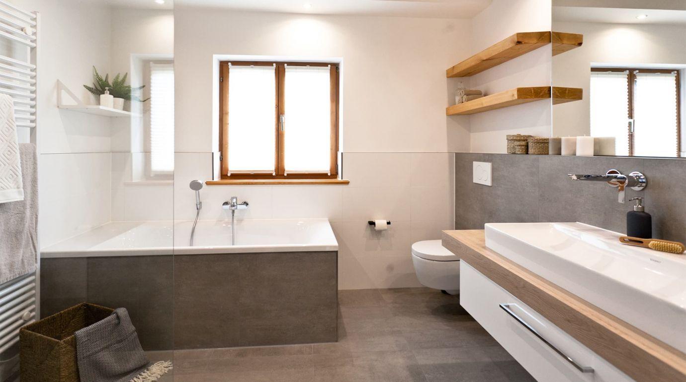Ihr Neues Badezimmer Einfach Schon Preiswert Bestes Preis Leistungsverhaltnis Fur Ihre Badsanierung Kosten Fliesen Betonoptik Moderne Fliesen Badsanierung