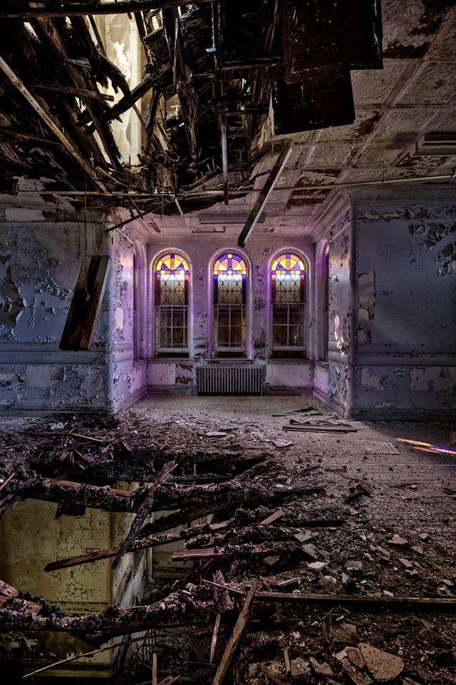 Ruínas - Francesco Mugnai lista os 30 lugares abandonados mais bonitos que já viu: Holey trinity by rustyjaw