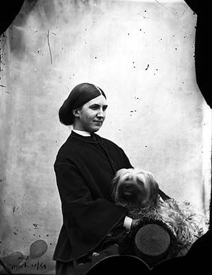 Portrait of Helen Dillon holding Zoe - Ireland 1864