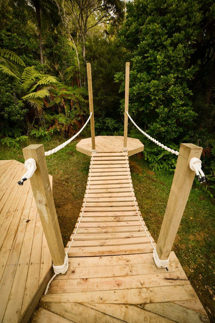 Simple swinging bridge