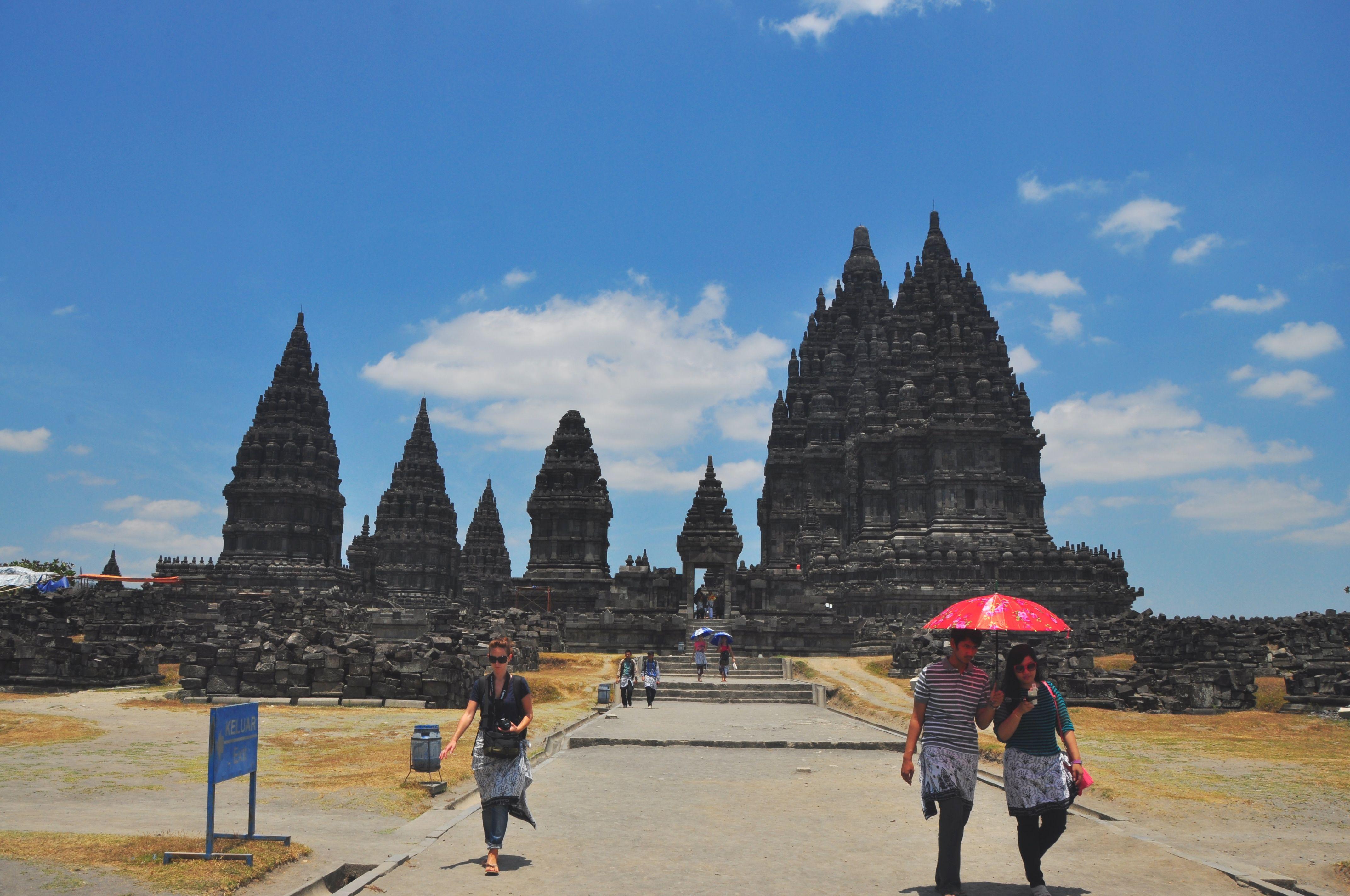 Prambanan, Central Java - copyright architectureofbuddhism.com - read the travel diary at http://architectureofbuddhism.com/books/temples-borobudur-region-travel-diary-day-one/