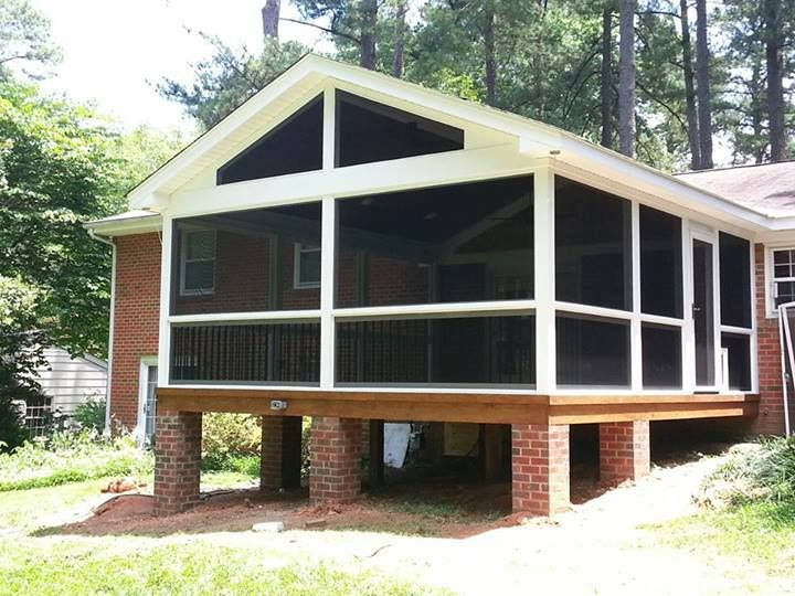 This Raleigh Screened In Porch Has Super Screen Panels Notice How Large Our Screen Panels Are We Can Accomplis Brick Columns Porch Builders Screened In Porch