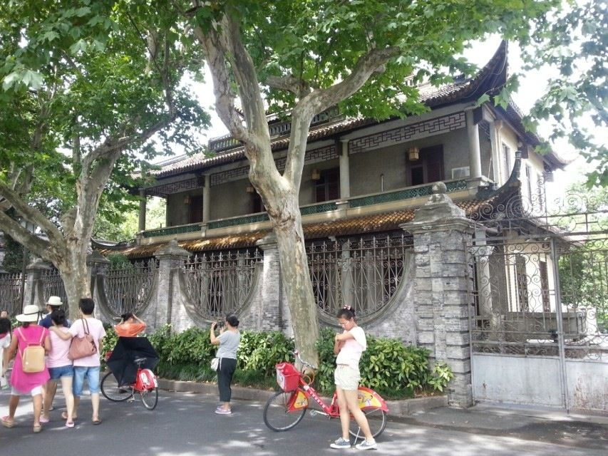 I went to bike riding with my mother and brother when we wen to the West Lake........