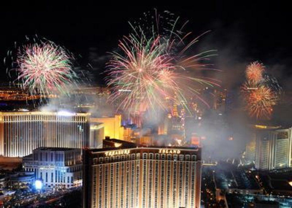 Best Places To See Fireworks On New Year S Eve In Las Vegas Article Photos Photo Gallery New Years Eve In Las Vegas Visit Las Vegas Vegas