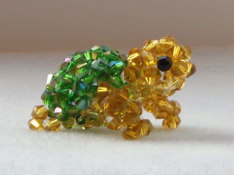 Beaded animals . Bead a model by beading with bicone beads. Inspired by  creatures and giraffe. Creation posted b… | Beaded animals, Seed bead  crafts, Beaded crafts