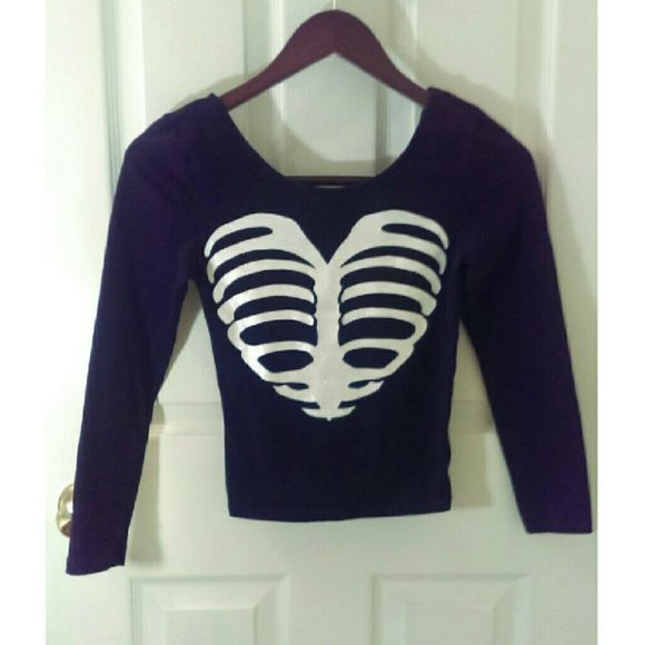 H&M Glittery Bones Crop Top H&M Divided Brand Black Crop Top with Glittery White Rib Cage Heart Image. Size Small. Like New. H&M Tops Crop Tops