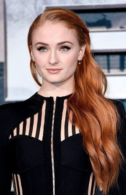 Re Create Sophie Turner S Red Hair Color For Your Salon Clients By Following This Professionally Crafted Hair Color Formula Sophia Turner Sophie Turner Blonde