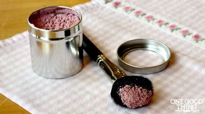 Make Your Own All Natural Homemade Blusher/Bronzer For Pennies!  (recipe)