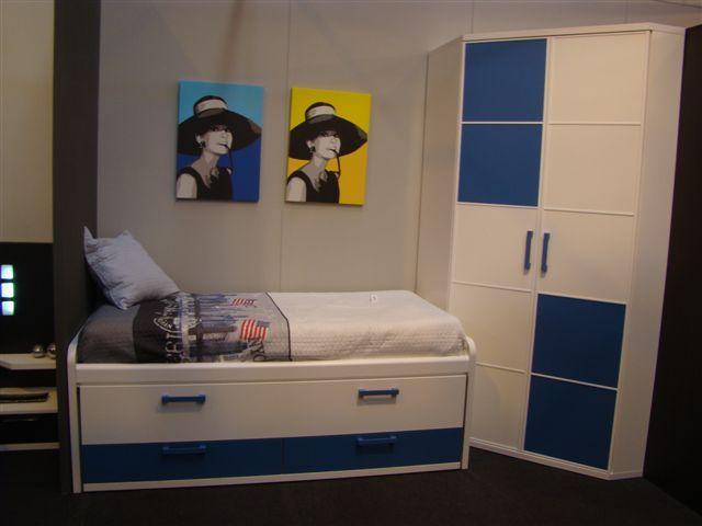 Composición juvenil con compacto y armario rincón puerta plegable