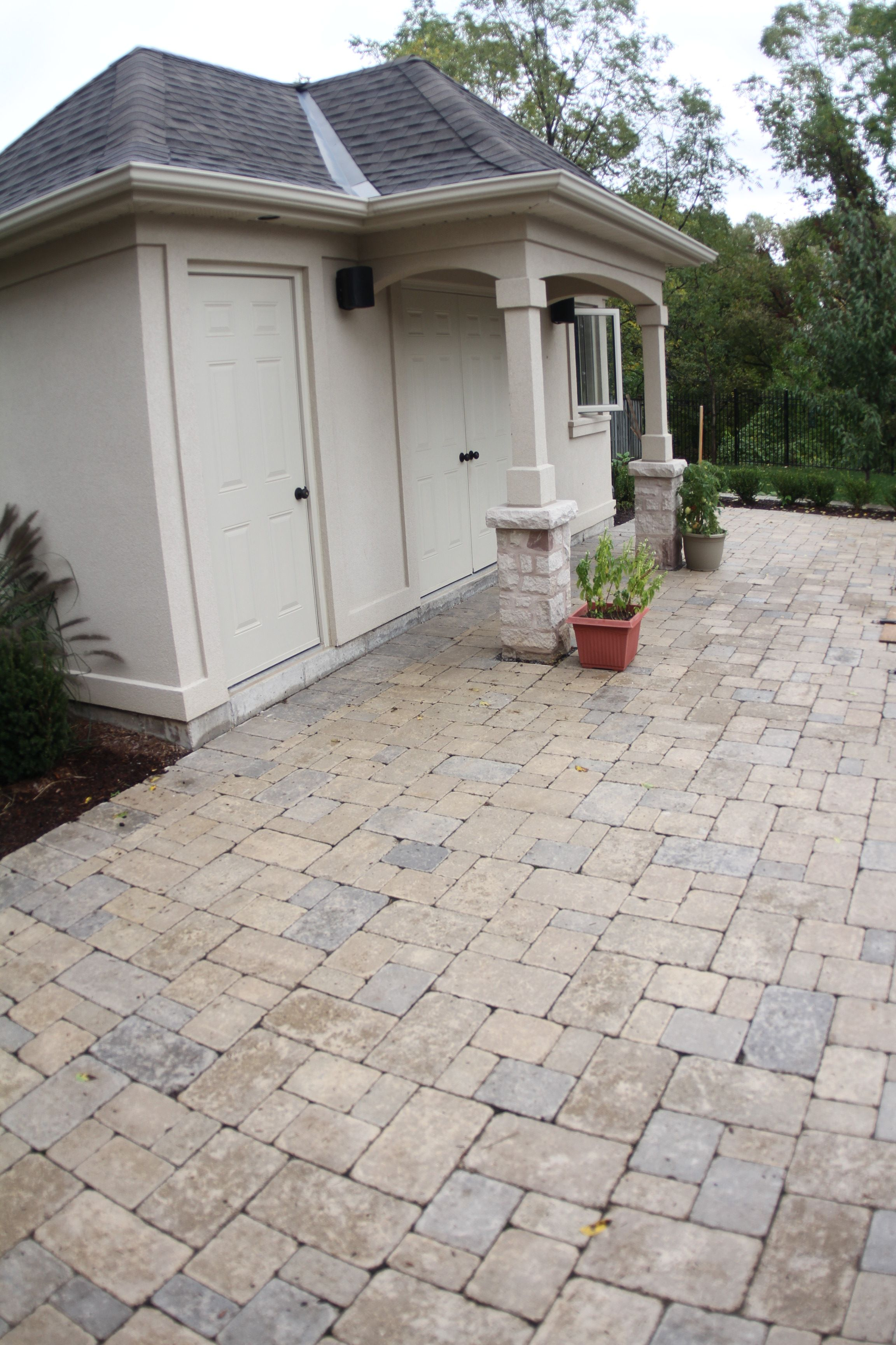 stone pavers wrapping around pool house to pool edge pools