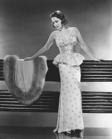 Olivia de Havilland, sister of Joan Fontaine