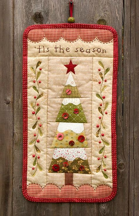 Tis the Season Quilted Wall Hanging Pattern   1 Quilts: Pieced and ...