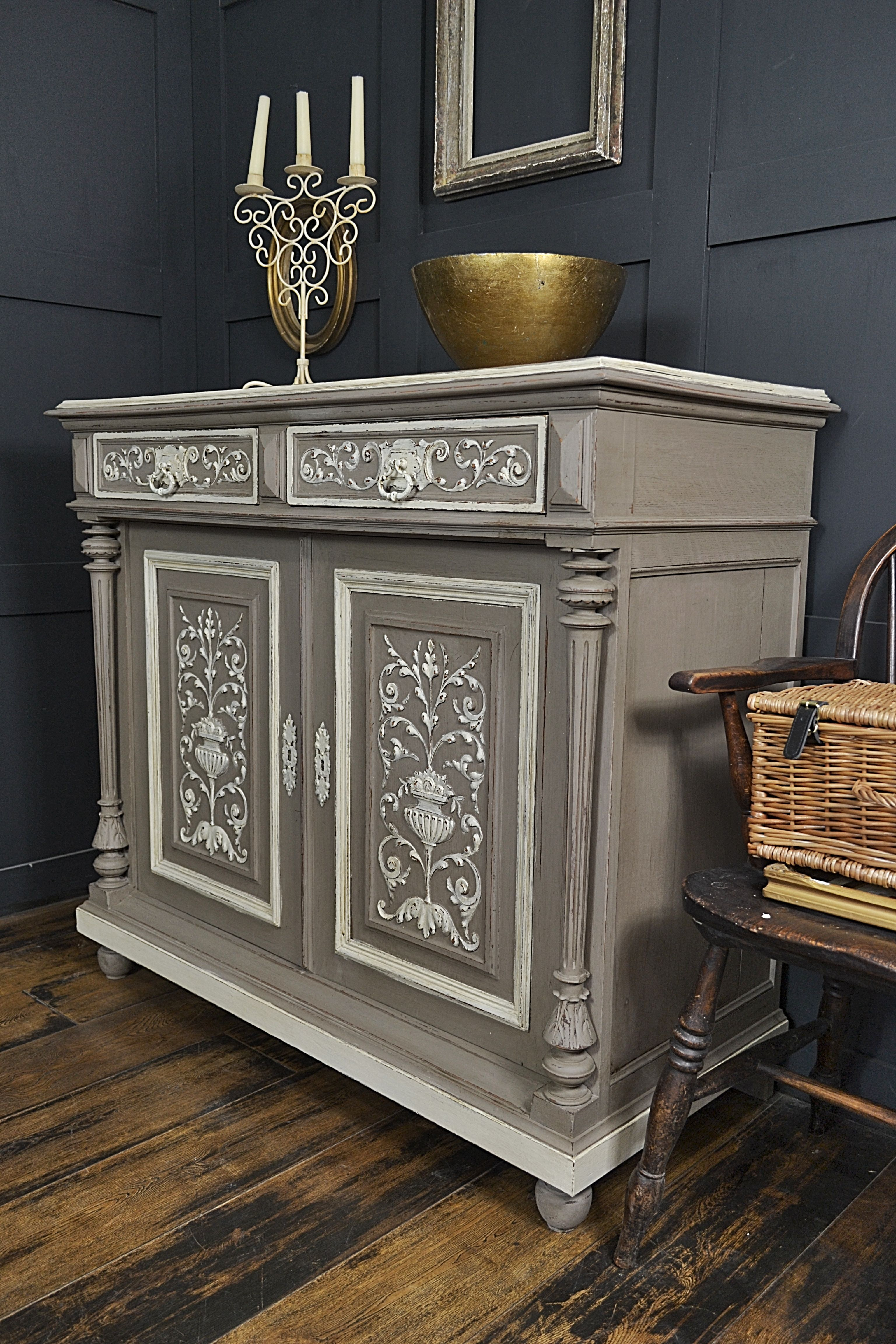This Stunning Oak French Buffet Has Beautiful Carved Doors And Drawers And Oozes Parisian Style We Ve Mobilier De Salon Relooking De Mobilier Relooking Meuble