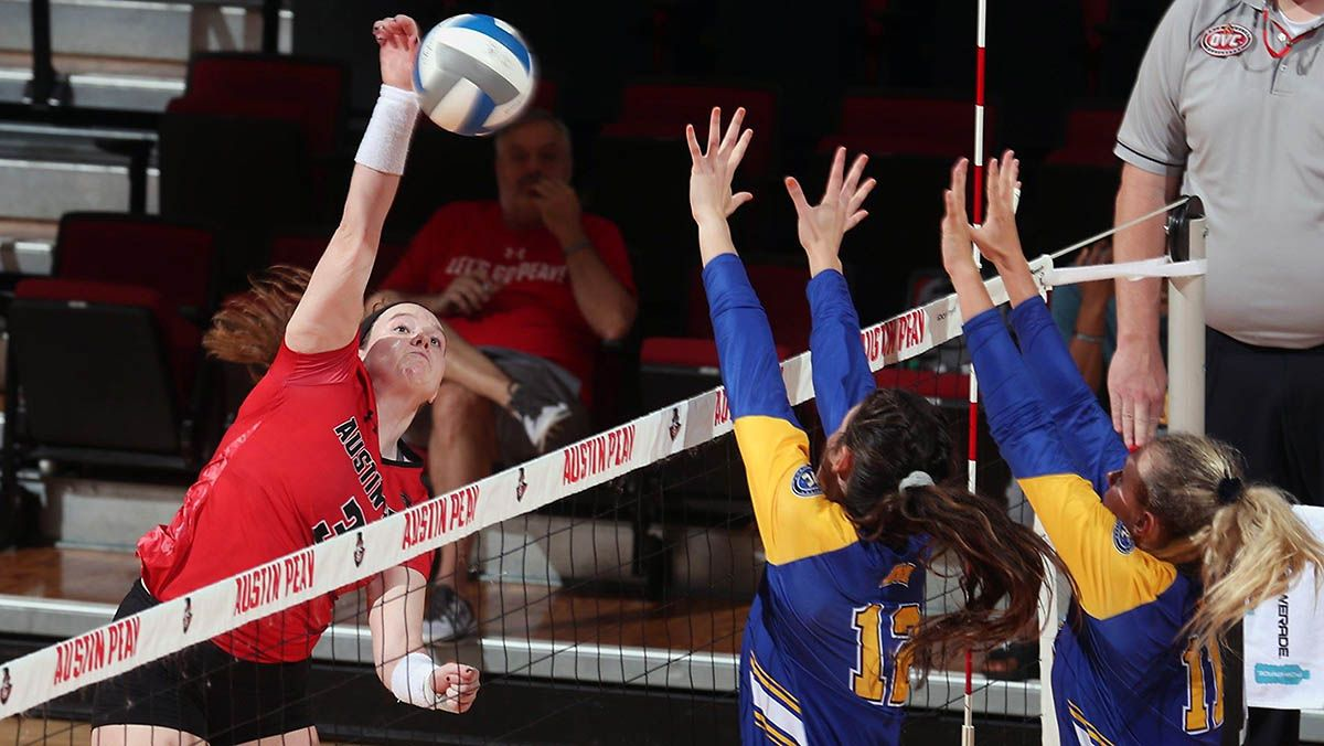 Apsu Volleyball Falls To Kansas City In Four Sets With Images Eastern Illinois Youngstown State Austin Peay State University