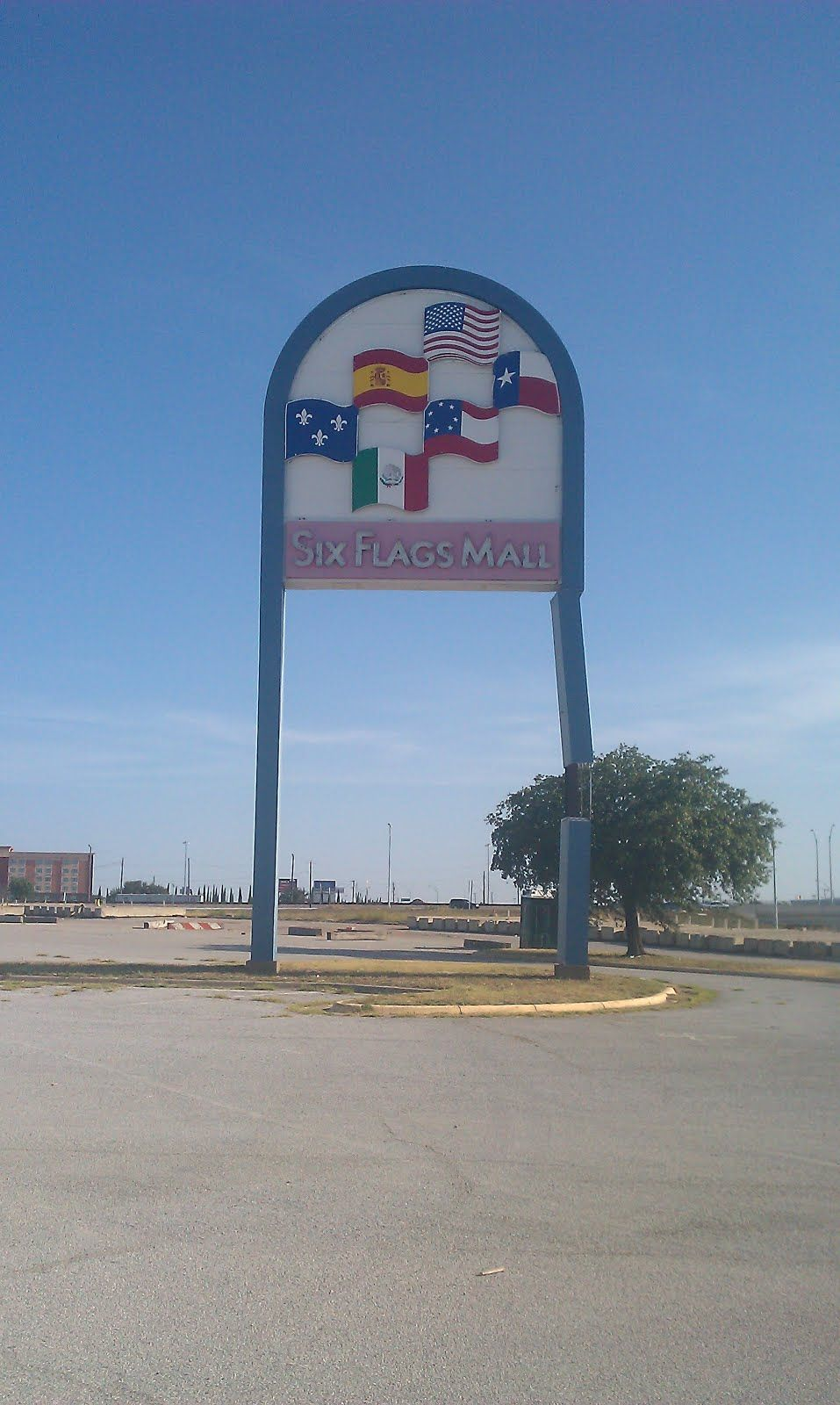 Here Is The Six Flags Mall In Arlington Texas Which Closed Sometime Earlier This Year Possibly June Before I Had A C Arlington Texas Arlington Texas Places