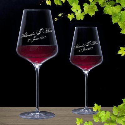 Die edlen, in Deutschland hergestellten Hochzeits-Weingläser sind eine ideale Mischung aus einem persönlichen, edlen und besonderen Geschenk! via: www.monsterzeug.de
