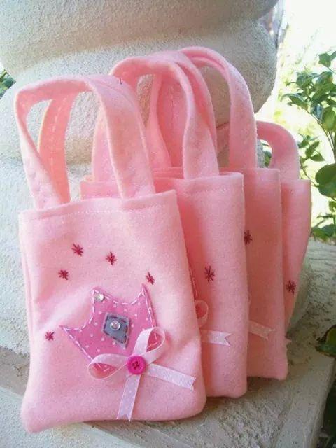 3bcf02c6a Bolsas de fieltro. | bolsos | Princess party, Party bags y Princess ...