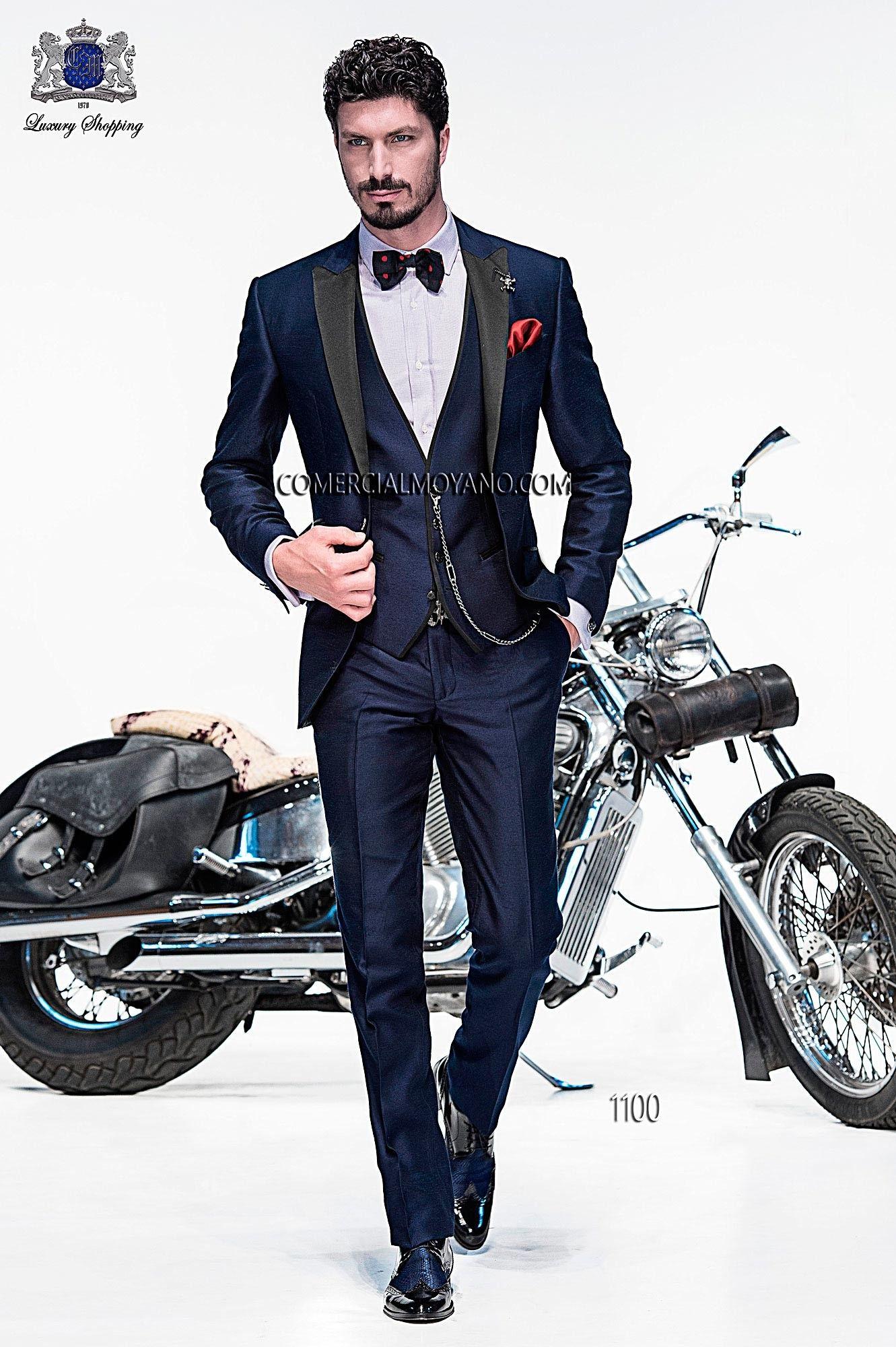 Traje de moda italiano a medida azul tres piezas en tejido shantung
