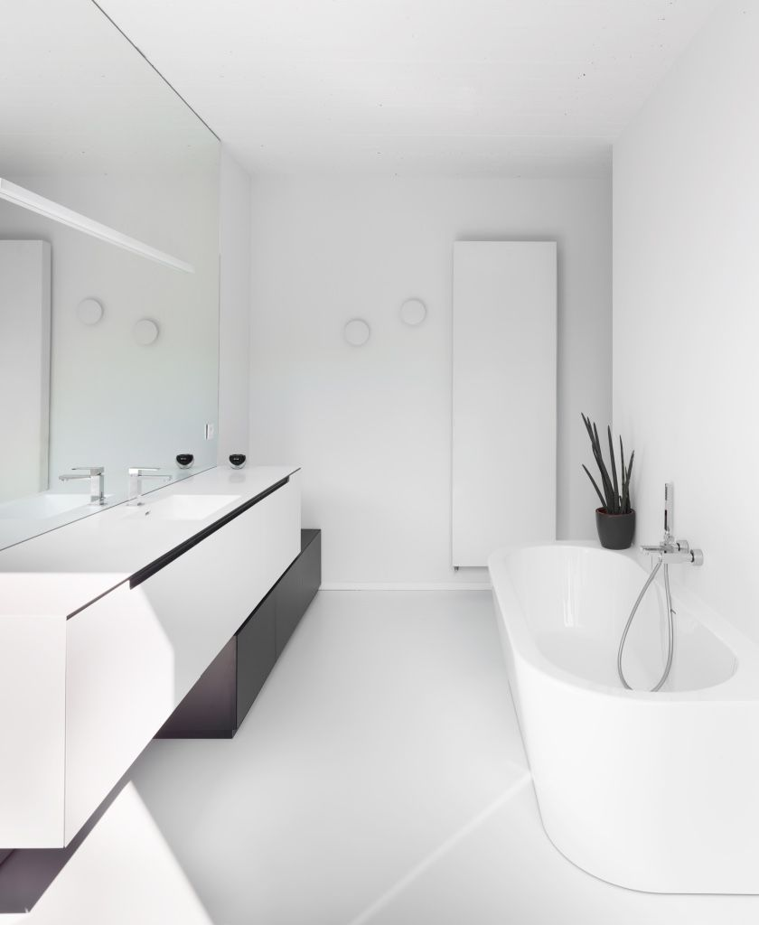 moderne badkamer met een strakke gietvloer van alterieur voor een