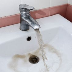 how to remove rust from sinks and tubs