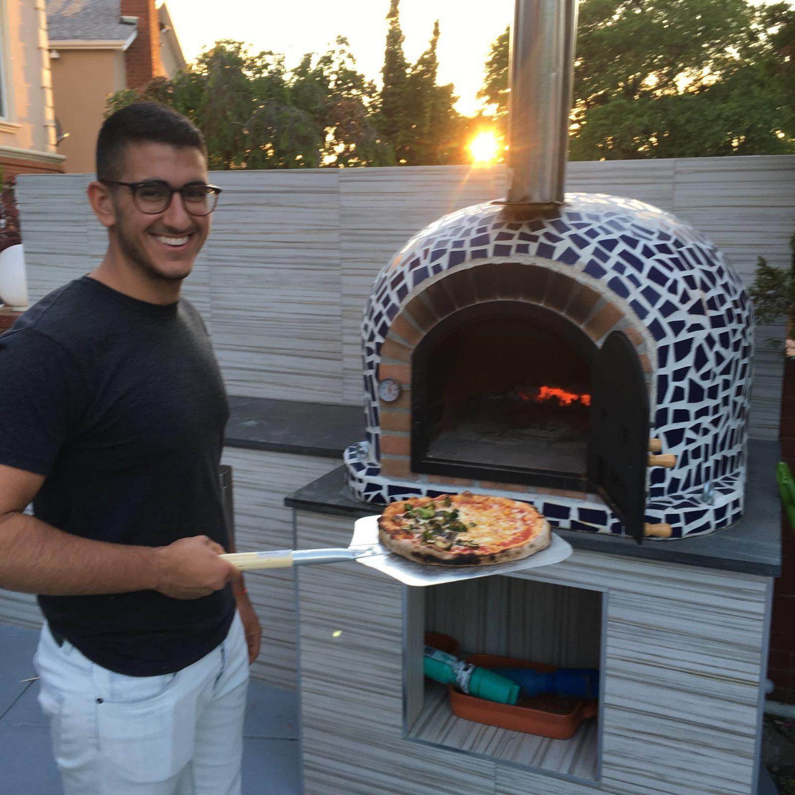Four À Pizza Extérieur wood burning pizza oven with cast iron door & tile mosaic