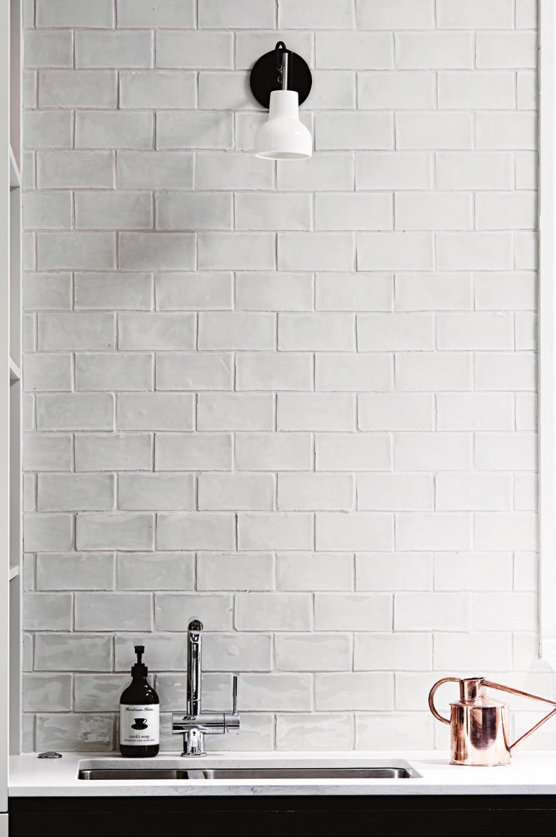 Amazing Kitchen Tile Backsplash With Brass Schluter Strips In 2020